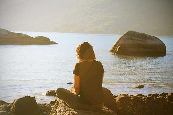 Meditar o tener un momento de silencio